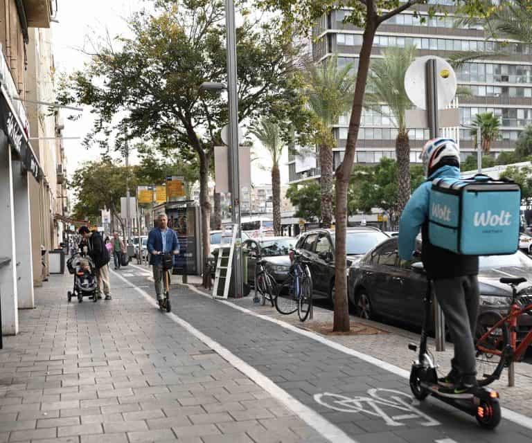 תאונת אופניים חשמליים בזמן עבודה